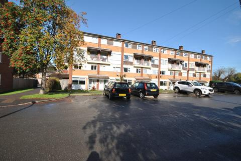 3 bedroom flat to rent - Windrush Close, Solihull