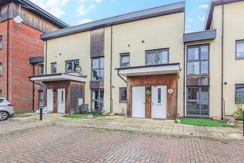 2 bedroom ground floor flat to rent - Arnhem Road, Chelmsford