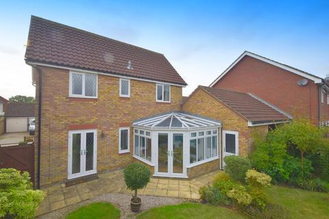 3 bedroom detached house for sale - Constance Close, Broomfield, CM1 7BW
