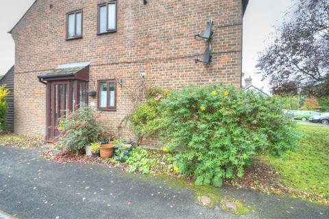 2 bedroom ground floor flat to rent - Chiltlee Manor Estate, Liphook