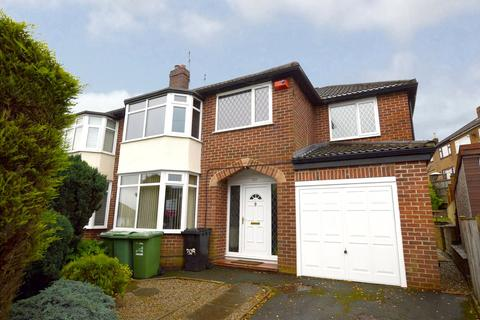 4 bedroom semi-detached house for sale - Fartown, Pudsey, West Yorkshire