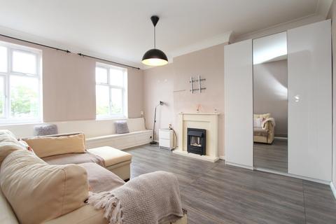 1 bedroom apartment to rent - Flat 2 901 Honeypot Lane