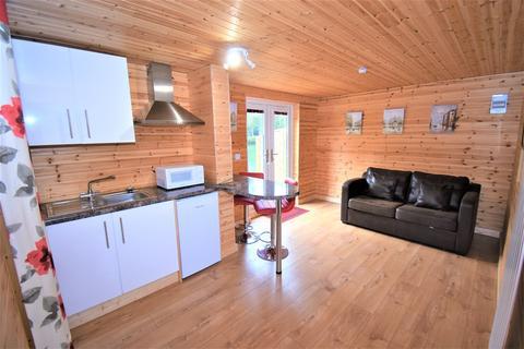 Studio to rent - Pondwood Lane