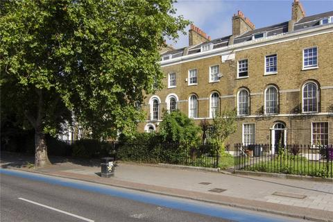 2 bedroom flat for sale - Mile End Road, Bow, London, E3