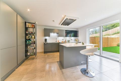 4 bedroom detached house for sale - Woodplace Lane, Coulsdon, CR5