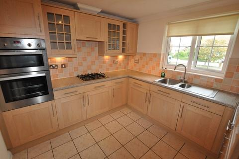 2 bedroom apartment for sale - Cooden Drive, Bexhill On Sea, TN39