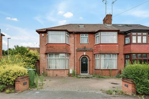 4 bedroom semi-detached house to rent - St. Ronans Crescent, Woodford Green, IG8