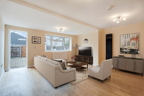 3 bedroom semi-detached house for sale - Adolphus Street, London, SE8