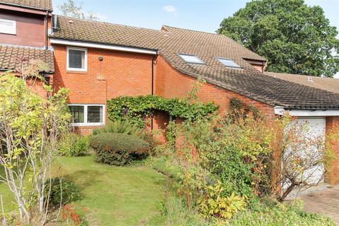 3 bedroom terraced house for sale - King Arthur Close, Cheltenham