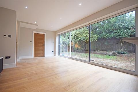 4 bedroom detached house for sale - Albury Close, Hampton