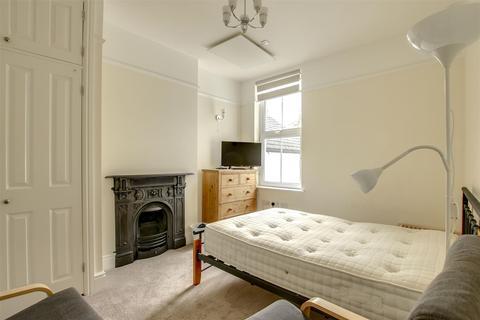 Studio to rent - Fort Road, Newhaven