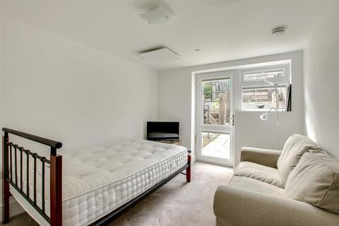 Studio to rent - 60 Fort Road, Newhaven