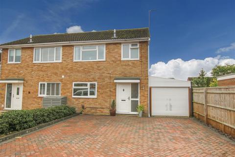 3 bedroom semi-detached house for sale - Savernake Road, Aylesbury