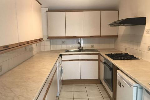 3 bedroom flat to rent - Hales Drive, Canterbury, CT2