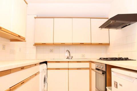 3 bedroom flat to rent - Hales Drive, Canterbury, CT2