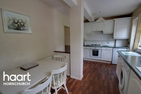 3 bedroom semi-detached house for sale - Coniston Way, Hornchurch