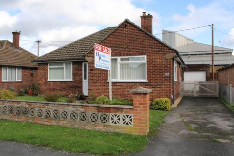 2 bedroom detached bungalow for sale - Beverley Close Thatcham