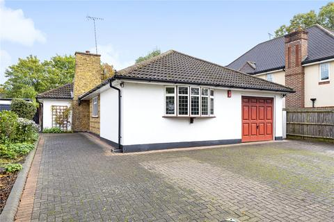 3 bedroom bungalow for sale - The Avenue, Hatch End, Pinner, Middlesex, HA5