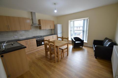 3 bedroom flat to rent - Katie Road