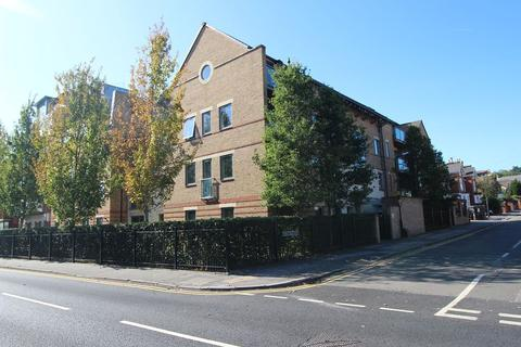 2 bedroom flat to rent - The Crescent, Maidenhead.