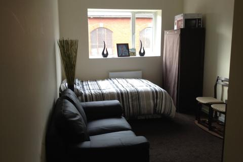 Studio to rent - 21 Kelvin Grove, Wombwell