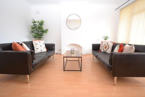 3 bedroom flat to rent - Queens Park Court, Edinburgh                  Available: Now