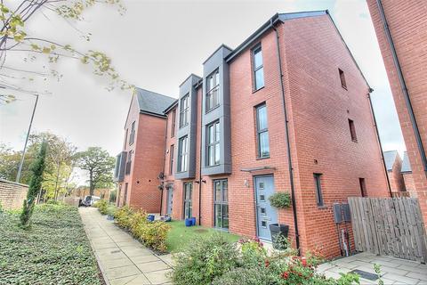3 bedroom semi-detached house to rent - William Wailes Walk, Low Fell, Gateshead, NE9 5EW