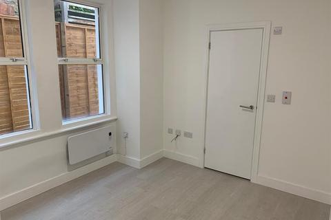 Studio to rent - Tooting Broadway, SW17 - HOUSING BENEFIT TENANTS WITH GUARANTOR CONSIDERED