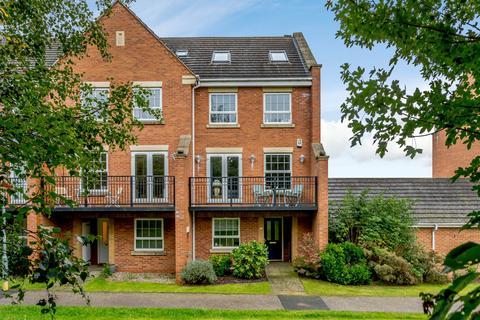 5 bedroom semi-detached house for sale - Villa Way, NN4 6JJ