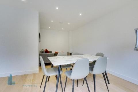 3 bedroom flat to rent - Three Colt Street, London