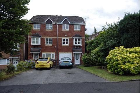3 bedroom terraced house to rent - Gilbrook Way, Rochdale, Greater Manchester, OL16