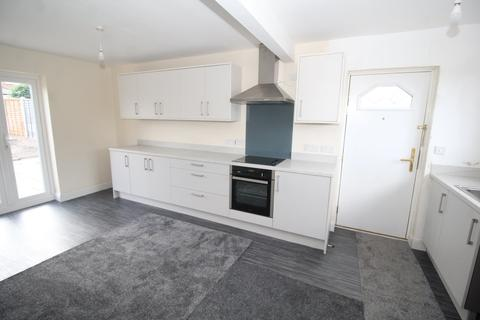 3 bedroom semi-detached house to rent - Sunny Bank, Normanton
