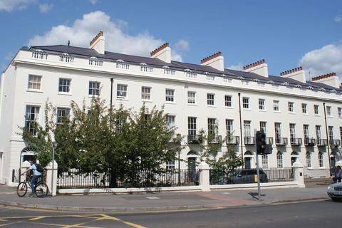 2 bedroom flat to rent - Reading, Berkshire