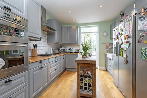 2 bedroom flat for sale - Wandsworth Road, London, SW8