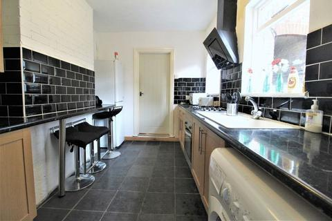3 bedroom terraced house to rent - Dallow Road, Luton