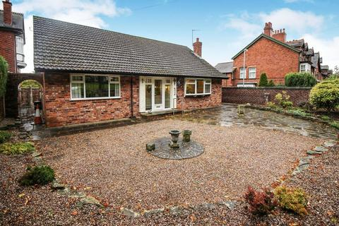 2 bedroom detached bungalow for sale - Westwood Road, Leek, Staffordshire, ST13