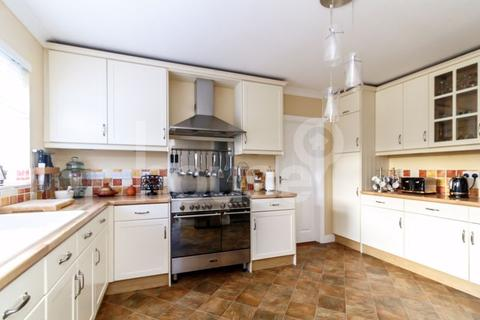 4 bedroom detached house for sale - The Leas, Minster on Sea
