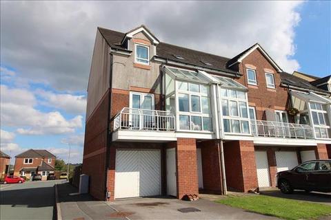 4 bedroom townhouse for sale - Heathmoor Park Road,Illingworth,Illingworth