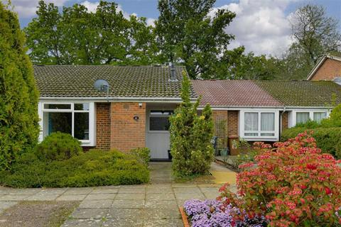 2 bedroom semi-detached bungalow for sale - Headley Grove, Tadworth, Surrey