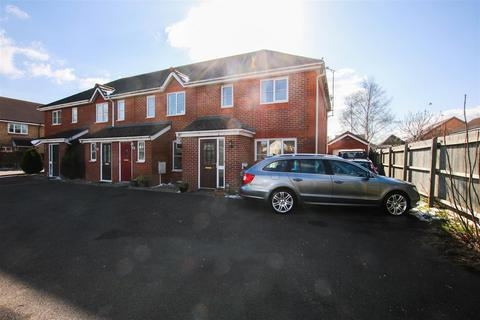 3 bedroom semi-detached house to rent - Burrell Close, Aylesbury