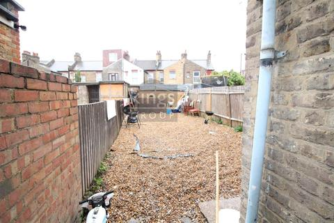 4 bedroom house to rent - Hawthorne Road, London