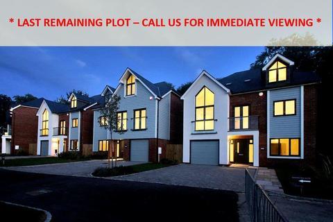 5 bedroom detached house for sale - Croft Road, Westerham