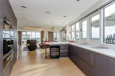 3 bedroom penthouse for sale - Skyline House, Dickens Yard, Ealing, London
