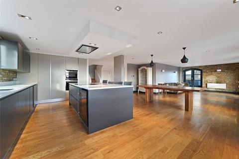 3 bedroom character property to rent - Sanctuary Court, Reardon Path, London, E1W