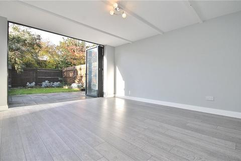 2 bedroom detached house to rent - New Street, Staines-upon-Thames, Surrey, TW18
