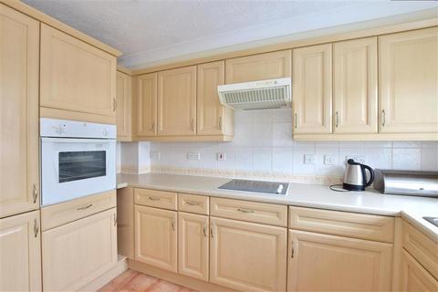 2 bedroom flat for sale - Park Road, Southborough, Tunbridge Wells, Kent