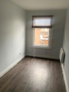 Studio to rent - Coleman Road, Erith, DA17