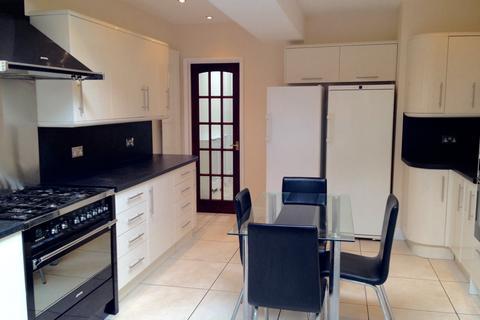 3 bedroom semi-detached villa to rent - GRAFTON ROAD, WORCESTER PARK KT4