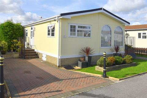 2 bedroom bungalow for sale - Haigh Close, Broadway Park, Lancing, West Sussex, BN15