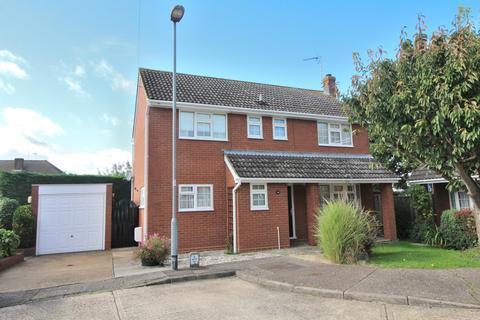 4 bedroom detached house for sale - St. Fabians Drive, Chelmsford, Essex, CM1